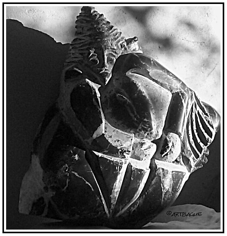 Sculpture-marbre-noir-samourai-NB
